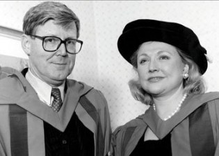 Barbara Taylor Bradford and playwright Alan Bennett receive honorary doctorates from Leeds University in 1990